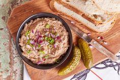 A legegyszerűbb tepertőkrém Hummus, Sandwiches, Rice, Salad, Ethnic Recipes, Kitchen, Nap, Food, Cooking