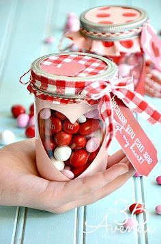 Surprise your loved ones with these easy DIY Valentines mason jar gifts this year! These mason jar gifts are perfect for Valentines day. Valentines Day History, Valentines Day Party, Valentine Day Crafts, Be My Valentine, Valentine Ideas, Valentine Nails, Mason Jar Gifts, Mason Jars, Gift Jars