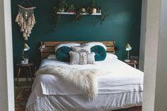 Best Indoor Garden Ideas for 2020 - Modern Teal Accent Walls, Accent Wall Bedroom, Bedroom Turquoise, Bedroom Green, Emerald Bedroom, Teal Bedrooms, Teal Master Bedroom, Modern Bedroom Decor, Home Bedroom