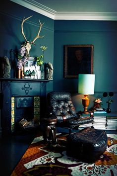 Dark, moody interiors by the ever-impressive queen of dark interiors Abigail Ahern Teal Walls, Dark Walls, Green Walls, Indie Room, Sweet Home, Small Apartment Design, Apartment Ideas, Dark Interiors, Colorful Interiors