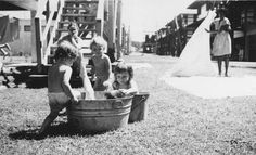 """Referencia para domestica taken from http://kimandmikeontheroad.com/ """"Joy (center child), Panama Canal Zone 1947"""""""