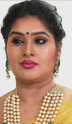 Comment What name this aunty Most Beautiful Indian Actress, Beautiful Actresses, Cut Pic, Beautiful Saree, Beautiful Women, Indian Beauty Saree, India Beauty, Indian Girls, Bridal Makeup