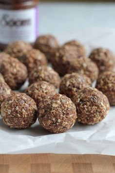 No-Bake Chocolate Sesame Butter Flaxseed energy bites! Packed with healthy ingredients. Feel good without feeling guilty. Just the burst of energy you need! Protein Bites, Energy Bites, A Food, Good Food, Yummy Food, Tasty, Vegan Recipes, Snack Recipes, Cooking Recipes