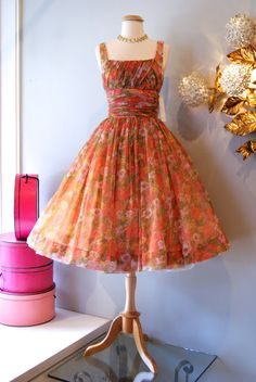 Garden Party dress by Gigi Young Vintage Outfits, Vintage 1950s Dresses, Vestidos Vintage, Retro Dress, Vintage Clothing, 1950s Fashion, Vintage Fashion, Vintage Style, Do It Yourself Fashion