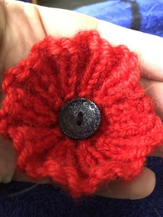 Free: Remembrance Poppy pattern by The Knit Guru Knitted Poppy Free Pattern, Knitted Flower Pattern, Knitted Poppies, Knitted Flowers, Knitting For Charity, Baby Hats Knitting, Loom Knitting, Christmas Knitting Patterns, Knitting Patterns Free
