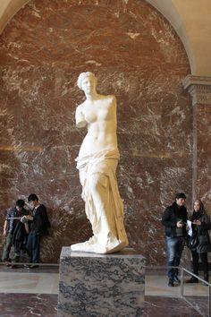 Venus de Milo. Louvre, Paris.