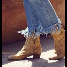 Free People London Calling (fp Collection) Sz 40 Gold Metallic Boots. Get the must-have boots of this season! These Free People London Calling (fp Collection) Sz 40 Gold Metallic Boots are a top 10 member favorite on Tradesy. Save on yours before they're sold out!
