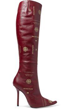 Vetements | Kniehohe Stiefel aus strukturiertem Leder mit Reisepassprint | NET-A-PORTER.COM