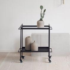 Billedresultat for barvogn Bauhaus, Interior Concept, Interior Design, Bar Trolley, Bar Carts, Kitchen Sink Accessories, Art Deco Bar, Home Bar Designs, Modern Minimalist