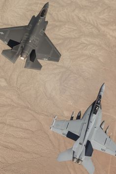 Lightning II and Growler in formation. Us Military Aircraft, Military Weapons, Fighter Aircraft, Fighter Jets, F35 Lightning, Jet Fly, Black Beast, Bike Drawing, Armed Forces