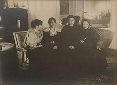 Edgar Degas - Paule Gobillard, Jeannie Gobillard, Julie Manet, and Geneviève Mallarmé 1895