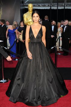 Camila Alves A-line V-neck Sleeveless Floor-length Taffeta Black Prom Dress / Evening Dress Vestidos Red Carpet, Red Carpet Gowns, Black Dress Red Carpet, Dress Black, Red Gowns, Oscar Evening Dress, Evening Dresses, Beautiful Dresses, Nice Dresses