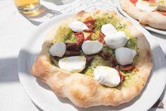 La Pizza più buona di Napoli? Skyscanner stila la classifica delle 15 Pizzerie migliori in Città Camembert Cheese, Pizza, Food, Italia, Essen, Meals, Yemek, Eten