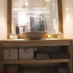 TIl badet på hytta. Building A Cabin, Chalet Style, Furniture Inspiration, Cottage Style, Double Vanity, Diy Furniture, Bathroom, Design, Home Decor
