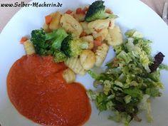 Selber-Macherin: Gnocchi mit Gemüse und Paprikasoße, vegetarische Vitaminbombe  Hallo ihr!  Zum Wochenende gibt es heute wieder Soul-Food! Liest sich etwas aufwändig, ist aber ganz einfach. Viel Spaß beim Nachkochen! Wenn euch das Rezept gefällt pinnt es doch gerne weiter.  #kochen #Rezept #Gnocchi