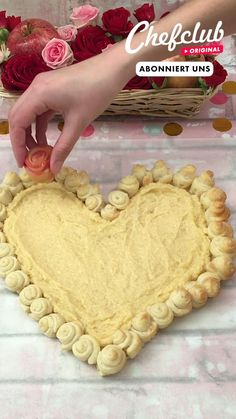 Valentines Food, Candy Recipes, Videos, Creative Desserts, Delicious Recipes, Cooking Recipes, Apple Strudel, Valantine Day, Eten