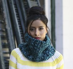 Ravelry: Treillage Cowl pattern by Jennifer Emslie Hand Knit Scarf, Cowl Scarf, Knit Cowl, Knit Crochet, Knitted Cowls, Knitting Patterns Free, Free Knitting, Scarf Patterns, Red Shawl