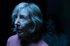 Insidious : 人気ホラー映画「インシディアス」シリーズが、あの霊能者エリーゼの生い立ちに踏み込んでいく第4弾の最新作「ザ・ラスト・キー」の恐ろしい予告編を2本同時にリリース!! - ジェームズ・ワン監督が、ホラー映画作りの天才であることが、あろうことか仇となって、第1作めで大きな誤算の失敗を犯したシリーズの最新作です!! | Insidious: The Last Key, Insidious, Horror, News, Universal, Adam Robitel, Leigh Whannell, Josh Stewart, Lin Shaye, Spencer Locke, Tessa Ferrer, Hana Hayes, - 映画 エンタメ セレブ & テレビ の 情報 ニュース from CIA Movie News / CIA こちら映画中央情報局です