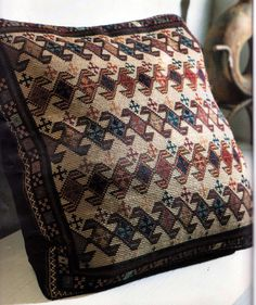 Embroidery Patterns Free, Cross Stitch Patterns, Knitting Patterns, Cross Stitching, Cross Stitch Embroidery, Palestinian Embroidery, Cross Stitch Pillow, Rug Hooking, Handmade Crafts