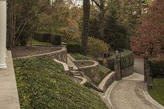 recessed gates on a steep driveway House Landscape, Landscape Walls, Landscape Design, Garden Design, Driveway Design, Driveway Landscaping, Steep Gardens, Driveway Entrance, Circular Driveway