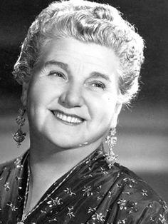 Sara Garcia, fue una actriz mexicana conocida como la abuelita del cine mexicano por interpretar en sus películas al estereotipo de la abuela mexicana. Perteneció a la Época de Oro del Cine Mexicano.