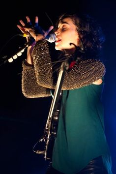 ANNIE CLARK IN FALL 2011--Those sleeves!