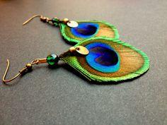 *Nouveautés* Boucles plumes de Paon naturelles : Boucles d'oreille par kametsa-plumes