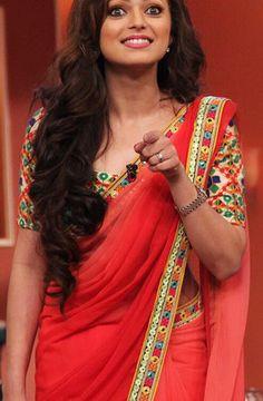 I love Madhubala! Red Saree, Bollywood Saree, Saree Blouse, Sari Dress, Indian Attire, Indian Ethnic Wear, Indian Outfits, Indian Bridal Lehenga, Indian Sarees