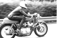 Anke-Eve Goldmann accelerating her 1976 Hansen MV Agusta 750S on the Autostrada