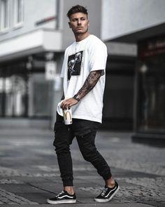 Street look, men street, street wear, street style, men photograp Street Style Boy, Street Look, Men Street, Street Wear, Street Styles, Summer Outfits Men, Stylish Mens Outfits, Cheap Outfits, Casual Outfits