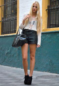 Leather shorts  , Tintoretto en Jerseys, H en Pantalones cortos, Mango en Bolsos, Primark en Tacones / Plataformas