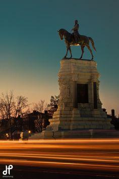 Robert E. Lee monument on Monument Avenue in Richmond, VA