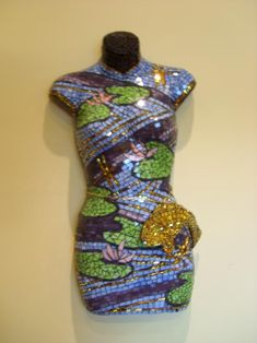"""Oh Soo Koi is a hard plastic mannequin covered in glass and mirror. - This is one of five in my series """"The Well Dressed Mosaic"""". Stone Mosaic, Mosaic Art, Mosaic Glass, Stained Glass, Mannequin Art, Dress Form Mannequin, Mosaic Projects, Mosaic Ideas, Mosaic Furniture"""