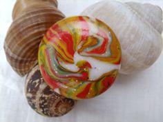 """264. Bague ronde aux couleurs du collier """"Cadeau"""", pour que votre vie soit VOTRE cadeau le plus : Bague par tournicotti-tournicotta"""