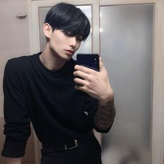 Currently losing my shit Korean Boys Hot, Hot Asian Men, Korean Boys Ulzzang, Cute Asian Guys, Ulzzang Boy, Korean Men, Asian Boys, Cute Guys, Handsome Asian Men