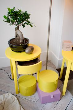 Table de chevet (collection stockholm / Ikea, 79€) <3