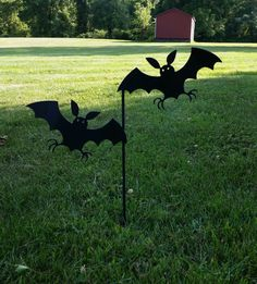 These cute little bats are made from 16 gauge steel and powder coated black for a fun, but spooky Halloween decoration! The bats are slightly bent to make them pop and are welded onto a stake perfect for sticking into the front yard! Spooky Halloween Decorations, Halloween Door, Happy Halloween, Halloween Stuff, Hobbies And Crafts, Bats, Metal Working, Welding Ideas, Sculpture