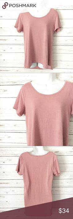 LuLaRoe Classic Blush Tee EUC Classic style blush colored LuLaRoe T-Shirt. Soft and flowy... perfect to pair with leggings or skinnies! Great color for this fall! LuLaRoe Tops Tees - Short Sleeve