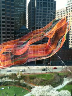 'As if it were already here': Janet Echelman suspende una escultura aérea sobre el Greenway de Boston