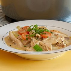 Klassisk hønsefrikassé Thai Red Curry, Stew, Food And Drink, Turkey, Chicken, Ethnic Recipes, Danish, Pots, Alternative