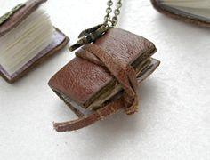 Buch-Liebhaber-Geschenk Minibuch-Halskette Anhänger von WhimsyJig