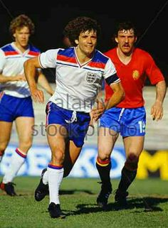 England 2 Spain 1 in 1980 in Turin. Tony Woodcock and Kevin Keegan run in for a corner in Group B at Euro Kevin Keegan, Nostalgia, European Cup, Kerala India, Lifestyle News, New Market, Social Marketing, Football Players, Football