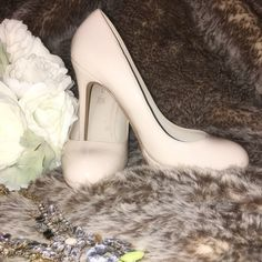 Nude Patent Leather Single Platform Aldo Pump Rev up the look of any jeans with these amazing pumps or wear them to a formal affair.  worn twice...very little wear on the bottom  - Pump. - Almond toe. - Towering heel. - Heel Height: 4.75 in. - Platform Height: 0.75 in. ALDO Shoes Heels
