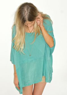 What an effortless and breezy blouse in a beautiful teal. Perfect paired with any fun bottom.