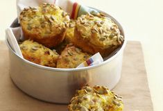 Sajtos-hagymás muffin - Muffin Pans, Canned Corn, Snack Box, Prosciutto, Skewers, Ham, Healthy Recipes