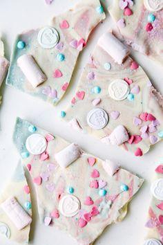 Love Hearts Chocolate Unicorn Bark (vegan + dairy-free): thank god its lactose free I'm lactose intolerant Vegan Candies, Vegan Treats, Yummy Treats, Sweet Treats, Vegan Food, Chocolate Bark, Vegan Chocolate, Chocolate Making, Marshmallows