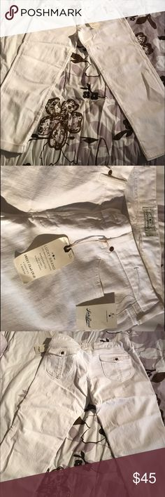 Lucky Brand White Crop Jeans Brand new with tags Lucky Brand White Crop Jeans Size 12/31 Lucky Brand Jeans Ankle & Cropped