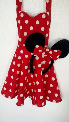 Minnie Mouse Apron with Minnie Mouse Ears - If this was a dress, this would make an adorable outfit for a Disneyland trip!!!