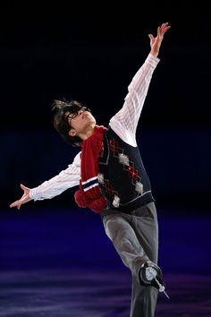 【フィギュアスケートエキシビション】演技する町田樹=ロシア・ソチのアイスベルク・パレスで2014年2月22日、山本晋撮影