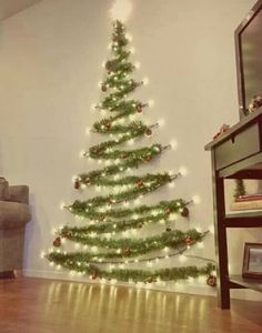 People are turning to original solutions that replace the natural Christmas tree.A wall Christmas tree is one of the beautiful alternatives to classic trees Wall Christmas Tree, Diy Christmas Lights, Diy Christmas Presents, Outdoor Christmas Decorations, Simple Christmas, Christmas Home, Holiday Decor, Apartment Christmas, Room Decorations